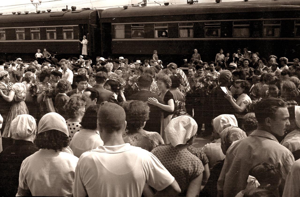 1957 Вальс на перроне омского вокзала (Москва - Пекин).