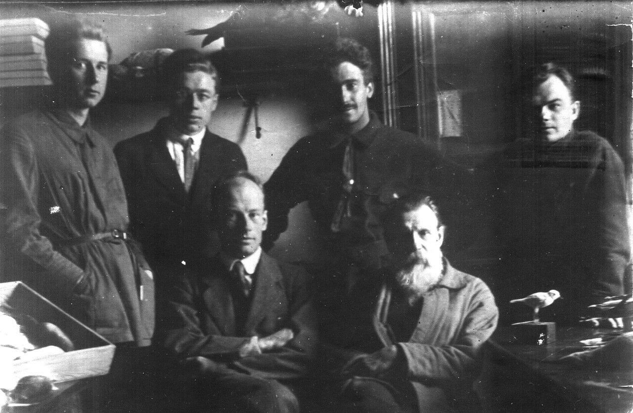 1925 г. Зоологи позвночных (выпуск 1925 года) с учителями. Вероятно, конец марта - начало апреля 1925