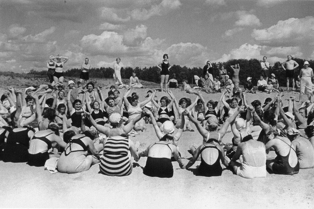 1938. Москва. В парке.