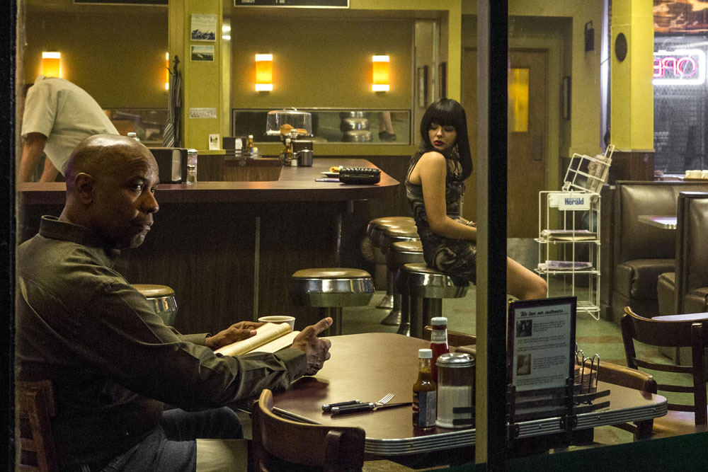 McCall (DENZEL WASHINGTON) and Teri (CHLOE GRACE MORETZ) are regulars at the diner in Columbia Pictures' THE EQUALIZER.