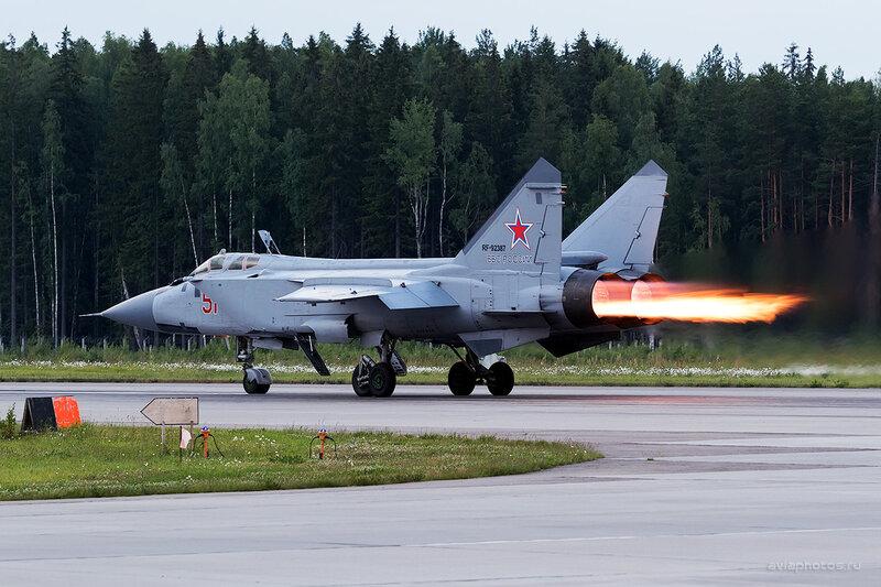 Микоян-Гуревич МиГ-31БМ (RF-92387 / 51 красный) D806774e1