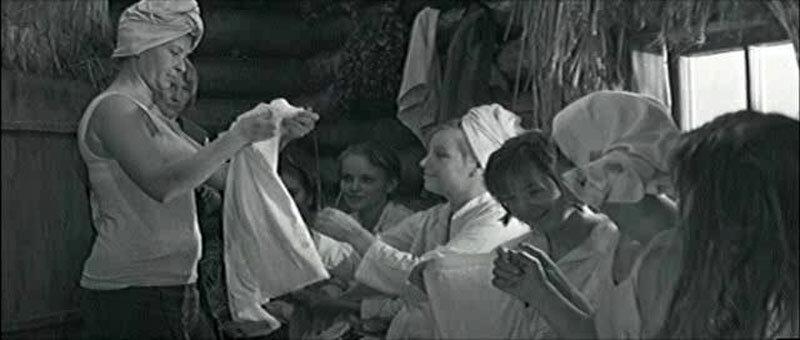 eroticheskie-foto-so-semok-filma-taezhniy-roman