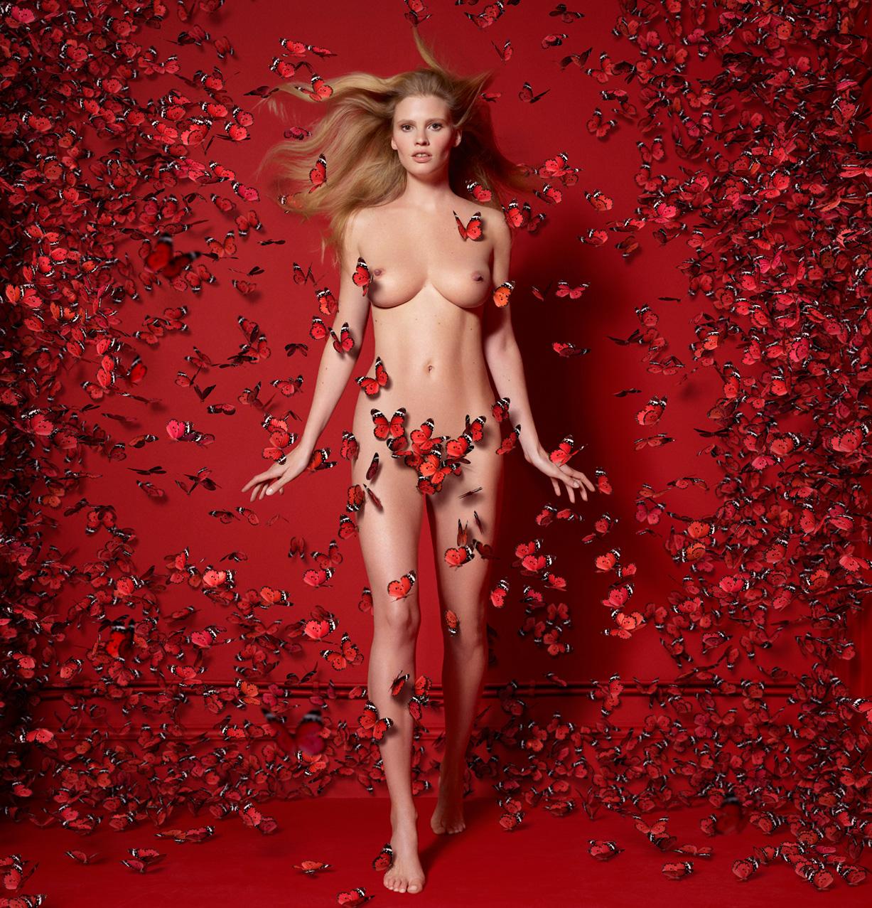 Эротические фотографии на красном фоне ошибаетесь