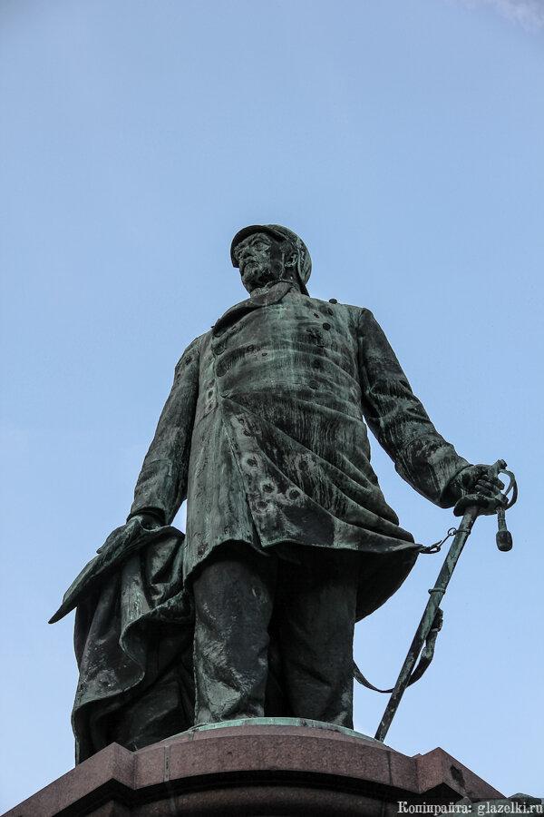 Берлин. Памятник Бисмарку.