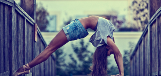 девушка встала на мостик фото