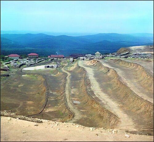Боковой вид выработки Саткинского завода