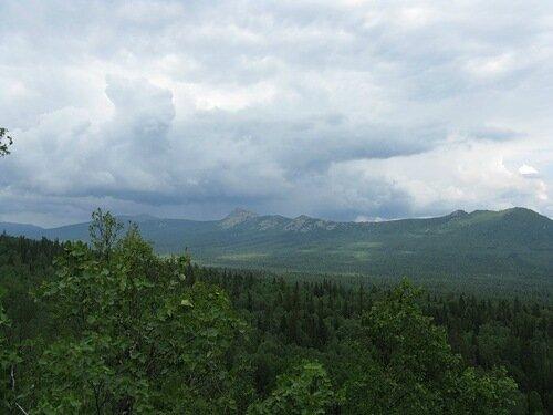 Вид на хребет Большой Таганай (14.05.2013)