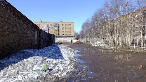 Фото города Инта №4166  Корт за школой №9, Чернова 4 и 7 30.04.2013_13:04