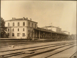 Вид пассажирского здания на станции. Псков г.