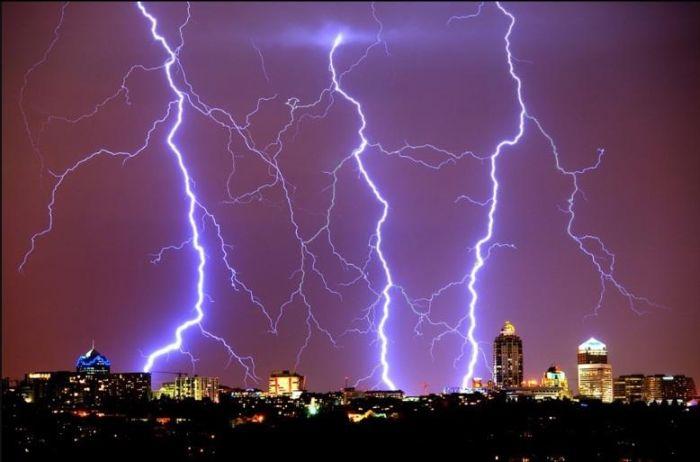 Красивые фотографии молний в самых разных местах и ситуациях 0 a551b 48d5eee9 orig
