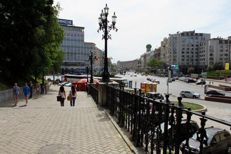 Вход в Хрещатый парк с Европейской площади