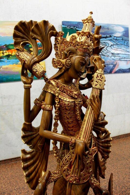 Азиатское божество скульптура