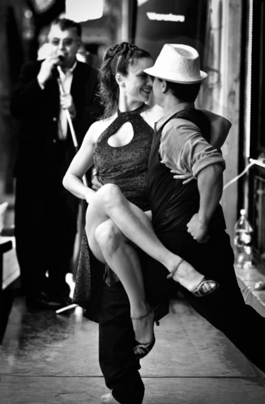 Фото девушек в танго на улице 0 фотография
