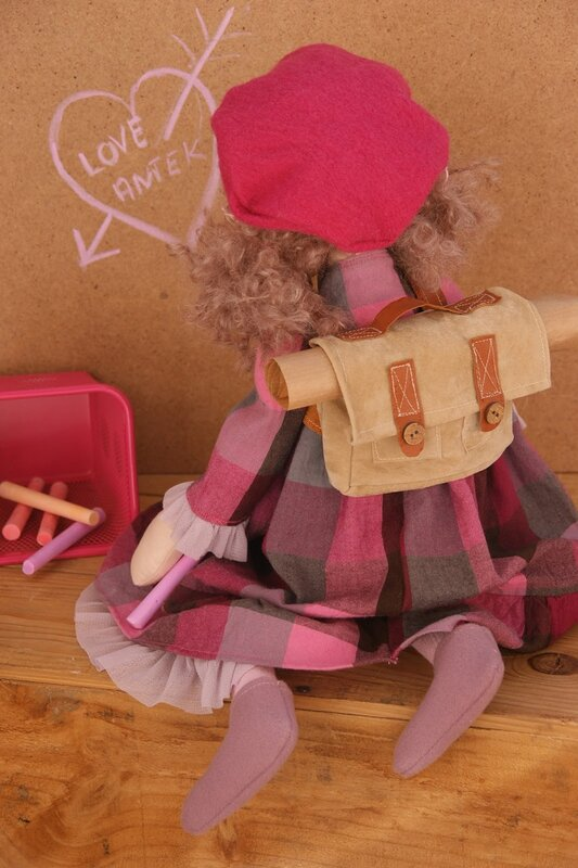 кукла с ранцем