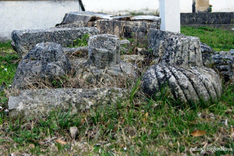Мусульманское кладбище рядом с мечетью