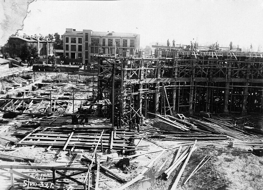 5 августа 1932 года. Кулуары