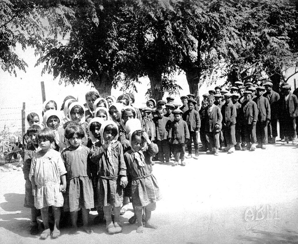 Сироты из Кайсери, прибывшие в детский дом Бейрута в 1929 году