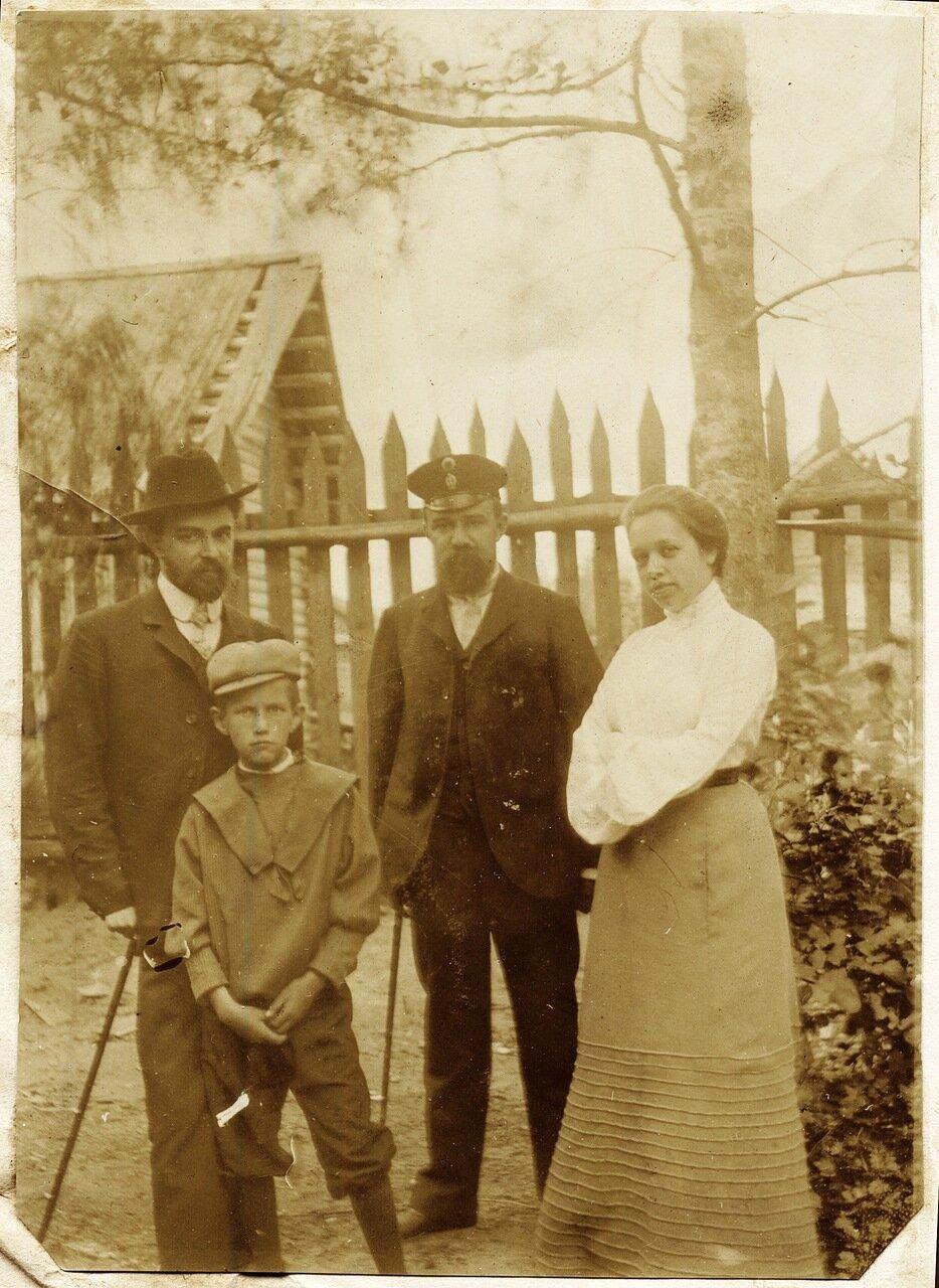 1904. Антонина Ефимовна, Белоцветов, неизвестные мужчина и мальчик