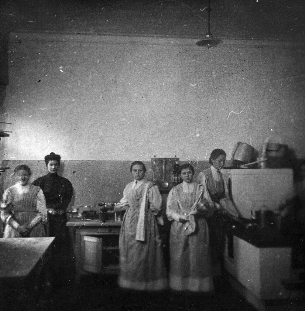 07. Кухня института