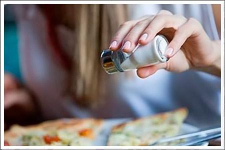 блюдо, легко, посолить, вкусовым, ощущением, неиспорченным, безупречным, обладает, хорошей, интуицией, наделен, такто, качествами, этими, сравнительно, кулинарной, Правда, разнообразных, продуктов, состоящее