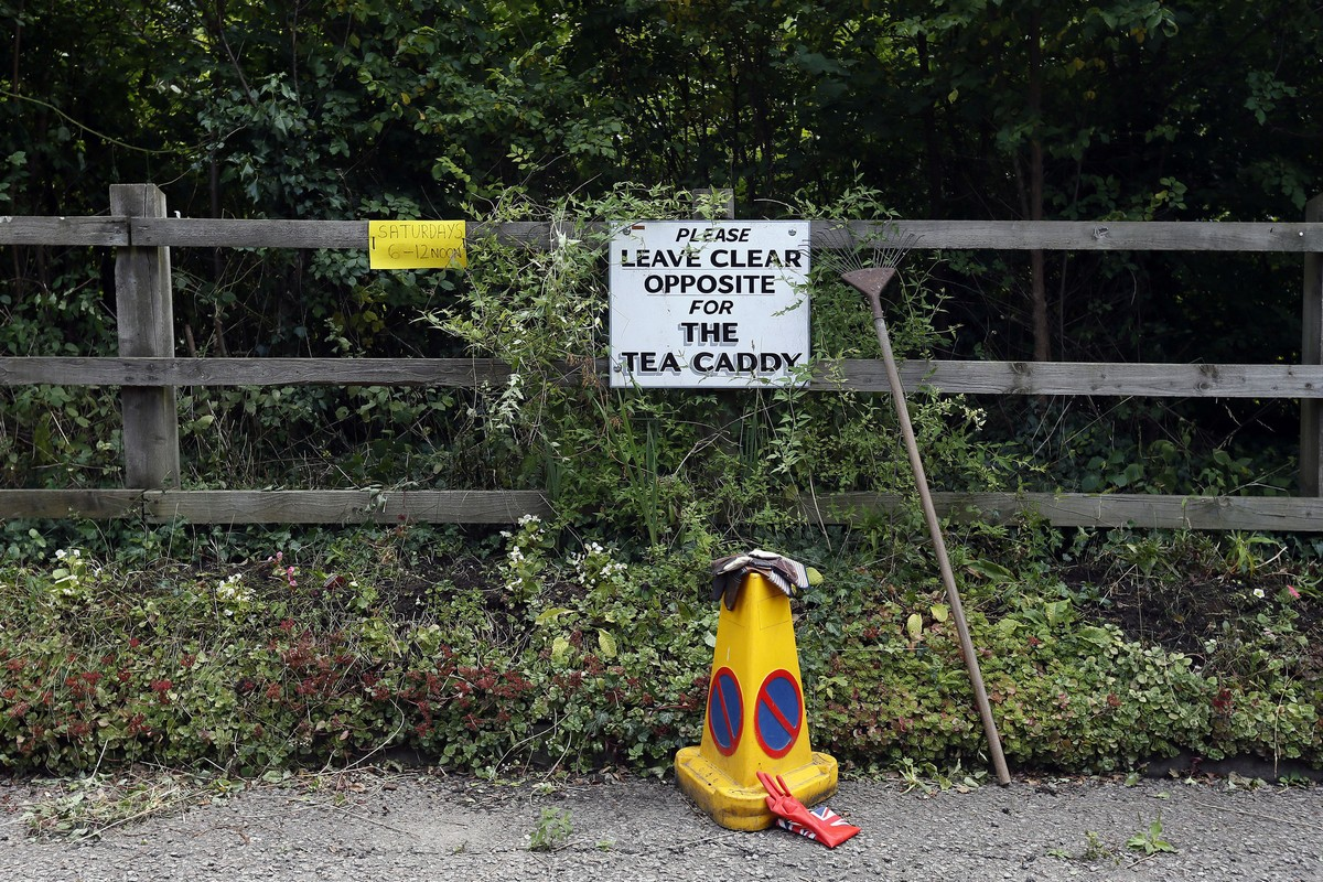 A sign is seen by a fence in a layby along the A422 near Brackley