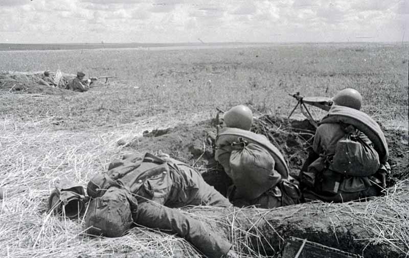 Гвардейцы Н-ской части ведут огонь по противнику. Орловско-Курское направление,  1943
