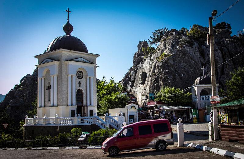 Православная часовня в честь 2000-летия Рождества Христова. Ласпинский перевал