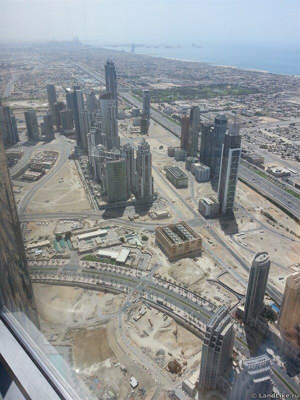 Вид с Бурдж Халифа на Дубай Марина, отель Парус и остров пальма