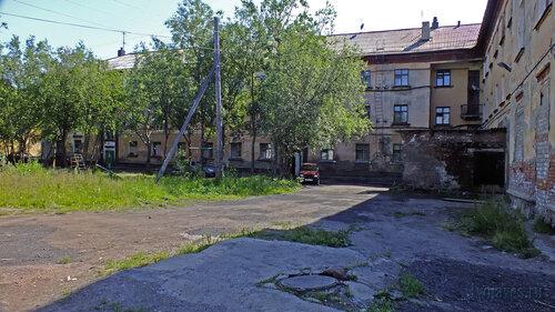 Фотография Инты №5148  Двор (северо-восточная сторона дома) Коммунистической 18 16.07.2013_12:20