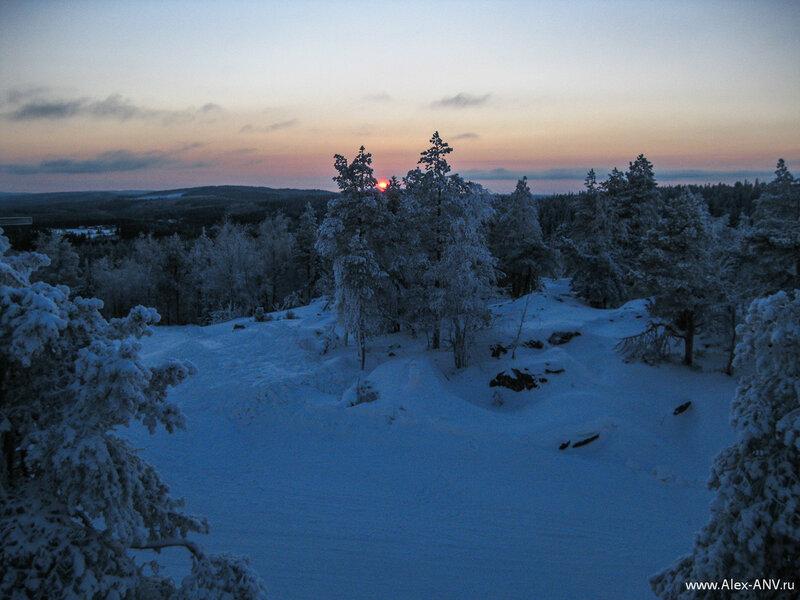 Разве что шикарнейшие закаты. Возможно восходы там тоже замечательно выглядят, но мы в такую рань на гору не приезжали.