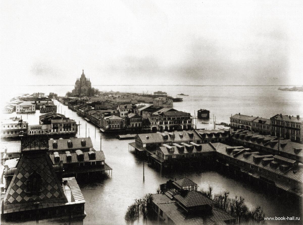 Территория Нижегородской ярмарки во время паводка