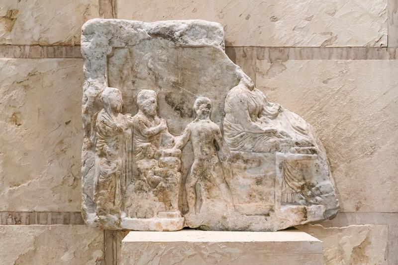 Рельеф на мраморной плите со сценами загробного пира бессмертных богов с умершим. Около IV в до н.э.