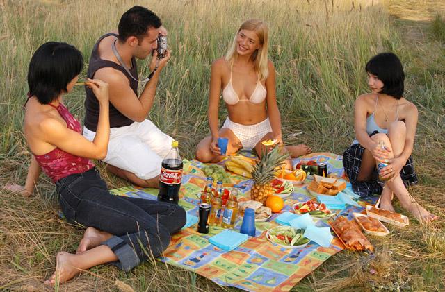 пикник в лесу любительское ню фото