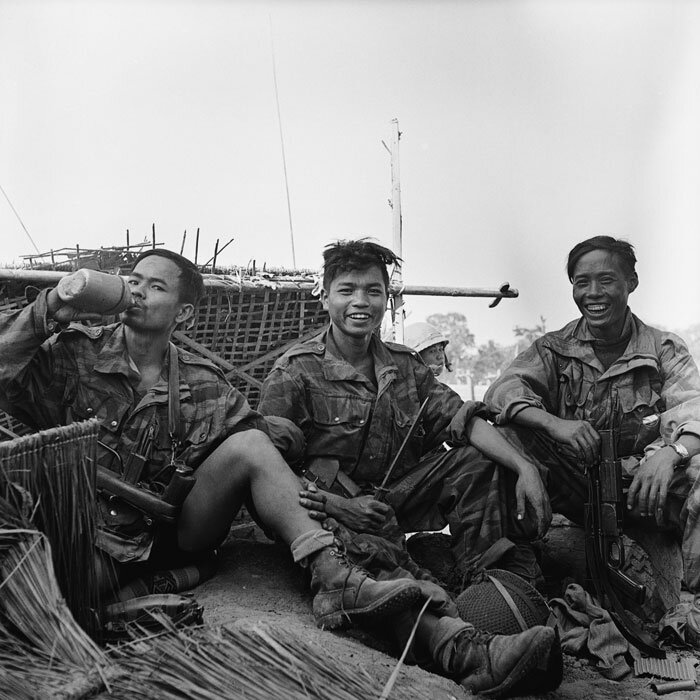Lors des violents combats de Banh-Hine-Siu, des parachutistes du 3e BPVN