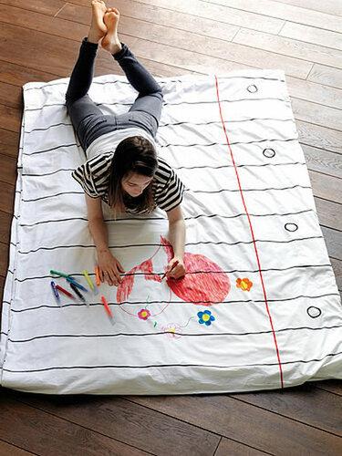 Простыня не только для сна, но и для рисования