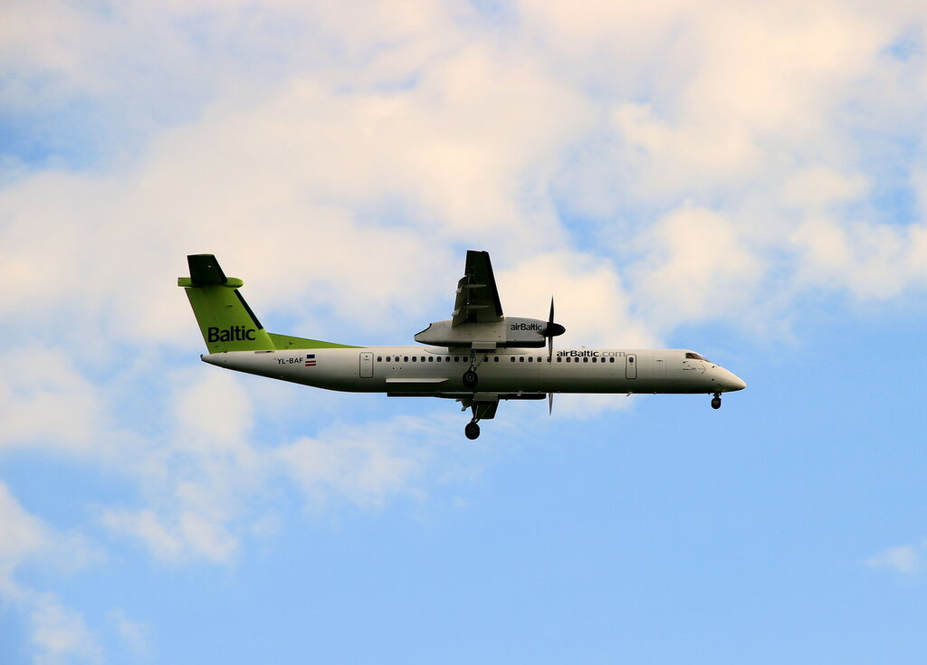 Bombardier Dash 8 Q400 </p><p> REGISTRATION </p><p> YL-BAF