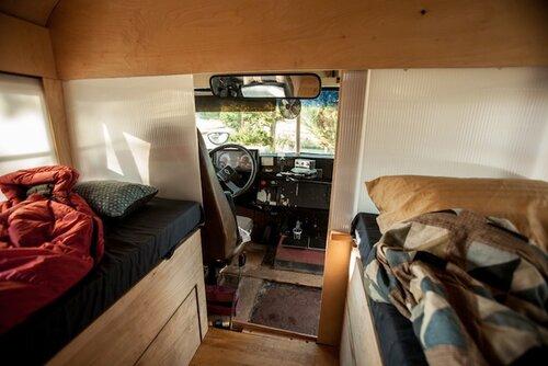 Модульный дом в школьном автобусе