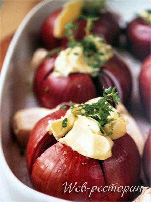 Запеченные овощи в духовке. Красный лук