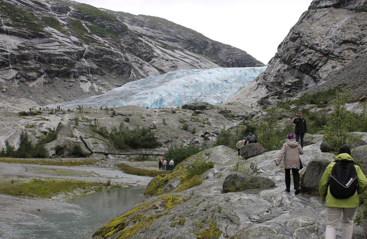 тропа к леднику Нигардсбреен.Walk to Nigardsbreen Glacier