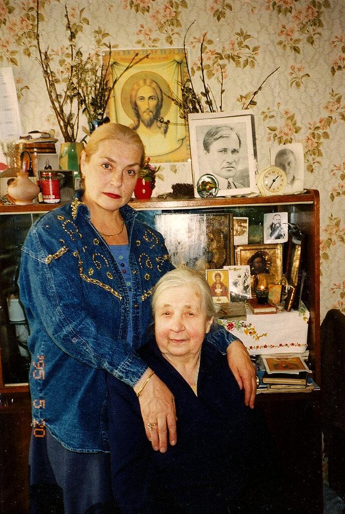 Лидия Федосеева-Шукшина с мамой
