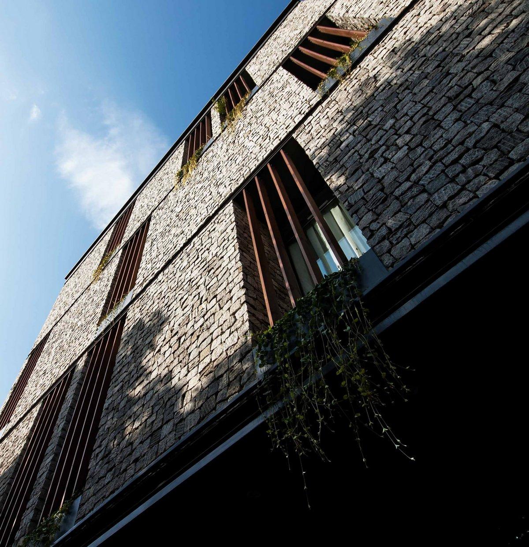 план двухкомнатной квартиры, план трехкомнатной квартиры, интерьер квартиры в светлых тонах, дизайн интерьера лестницы, лестницы современного дизайна