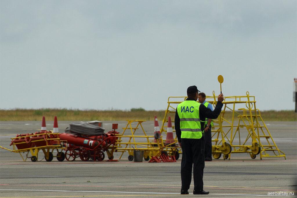 На перроне аэропорта Барнаул