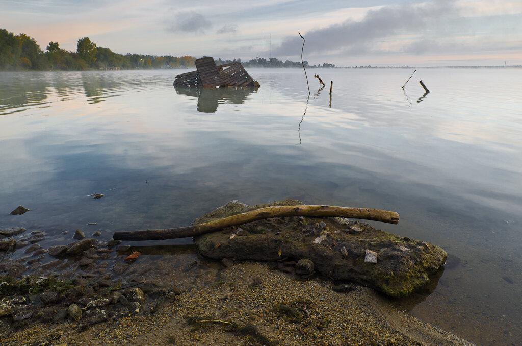Пейзаж, снятый на зеркальный фотоаппарат Nikon D5100 и широкоугольный объектив Samyang 14 мм/2,8 при боковом утреннем свете.