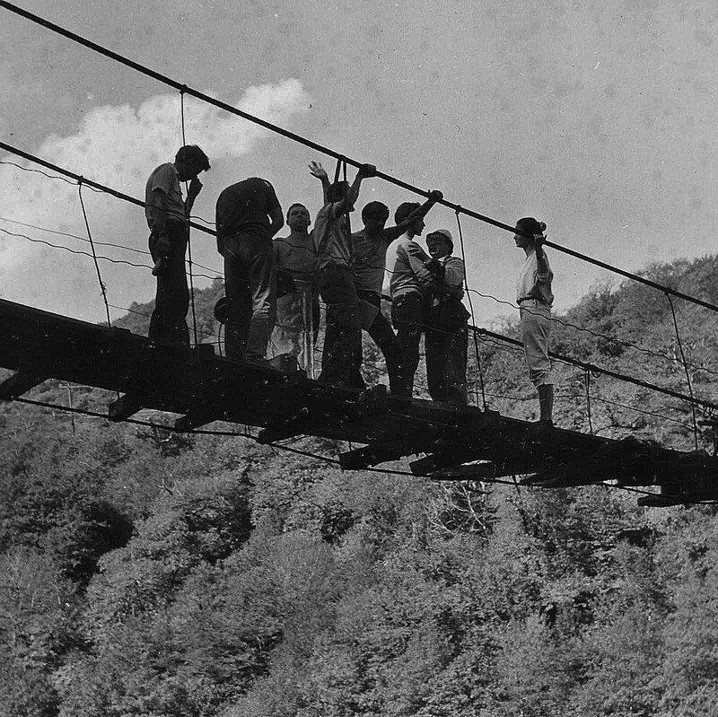 1985 г. Иду на грозу (Сцены на горной реке)