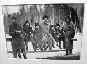 Сергиевопосадцы, справа о. Павел