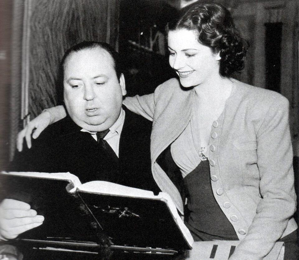 1938. Альфред Хичкок и Маргарет Этвуд на съемках  «Леди исчезает»