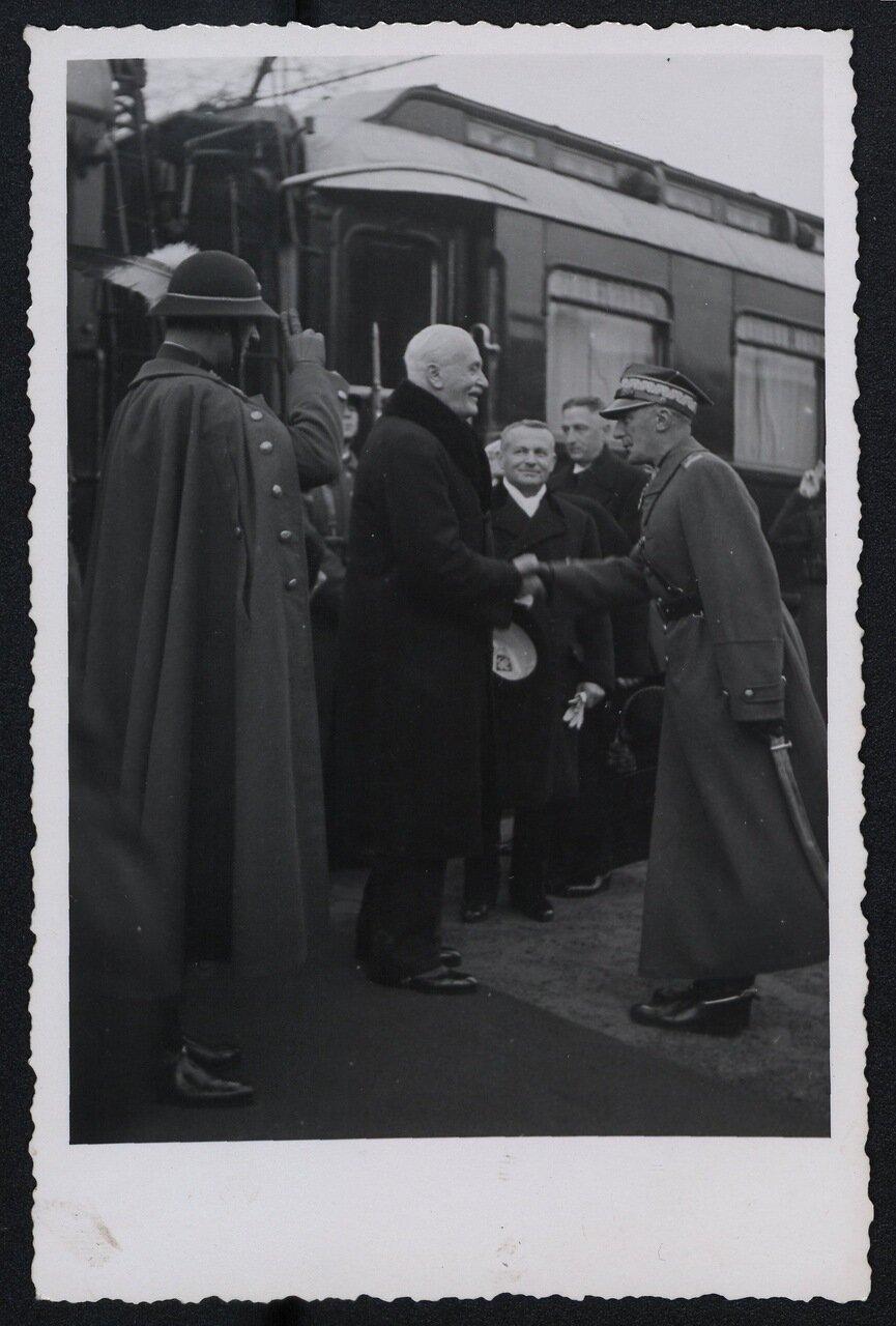 Прибытие президента Игнаций Мосцицкий на железнодорожную станцию в Чески-Тешине