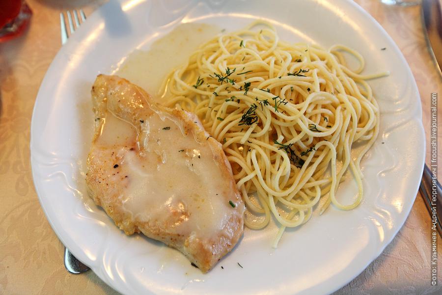 Птица в медовом соусе, спагетти