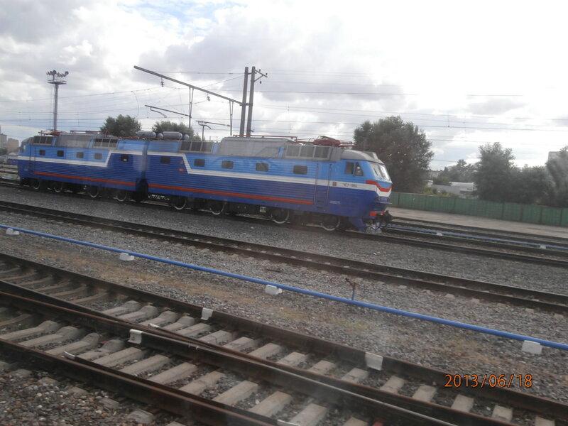 Электровоз ЧС7 на Рижском вокзале Москвы