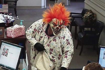 Клоун с обезьяной совершили ограбление американского банка
